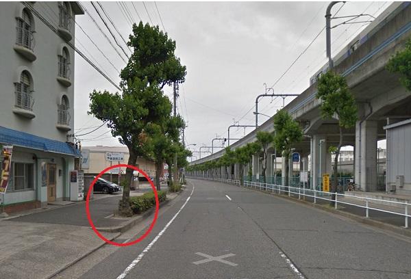 近藤さんが衝突した街路樹付近の状況